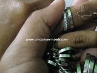 Cara mengukur jari untuk membuat cincin